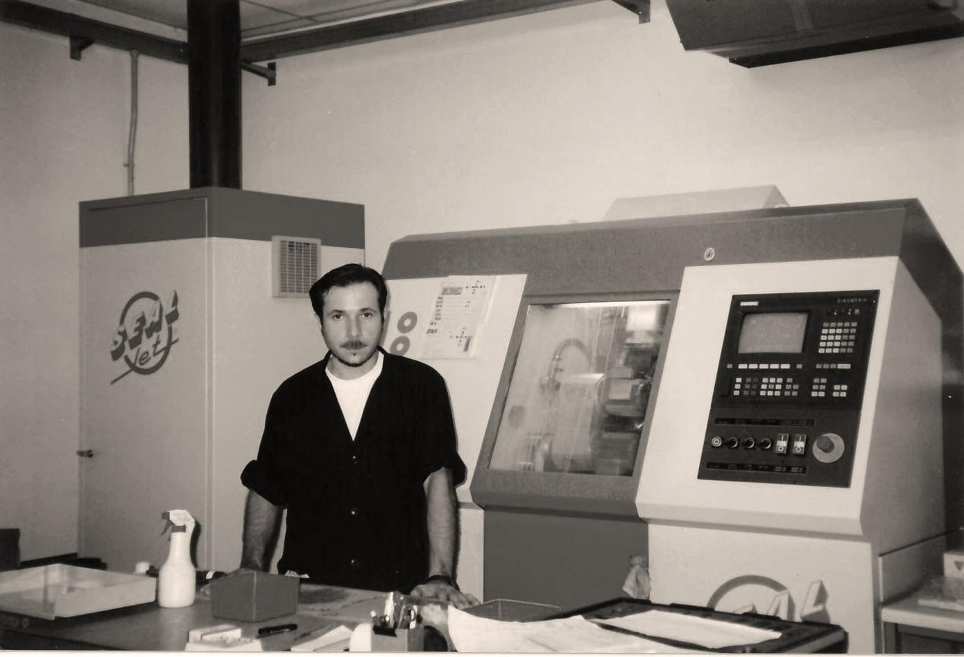 1990: ATP inizia la produzione di guarnizioni su misura con il primo CNC